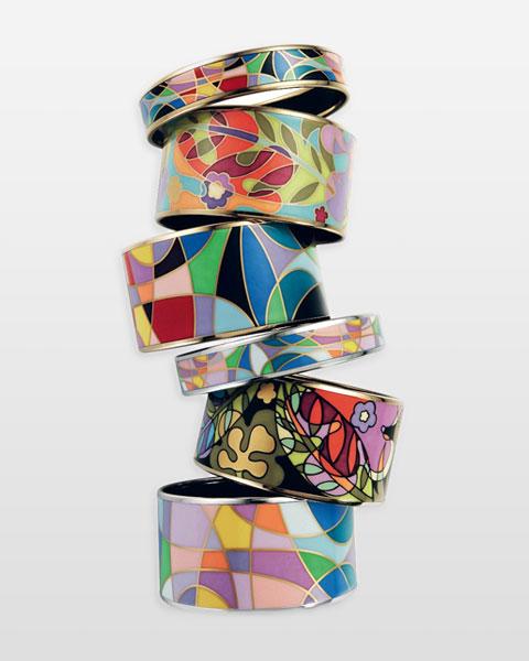 Bijoux en céramique ou en métal émaillé